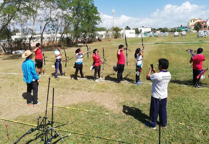 La fase municipal se realizó en el campo de Tiro con Arco, ubicado dentro de las instalaciones de la fosa de clavados. (Miguel Maldonado/SIPSE)