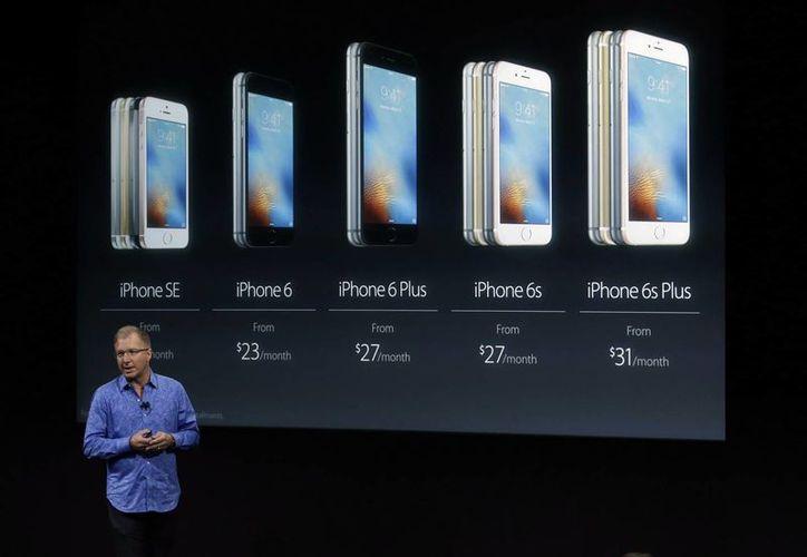 La empresa tecnológica Apple presentó hoy el nuevo iPhone SE. (Agencias)