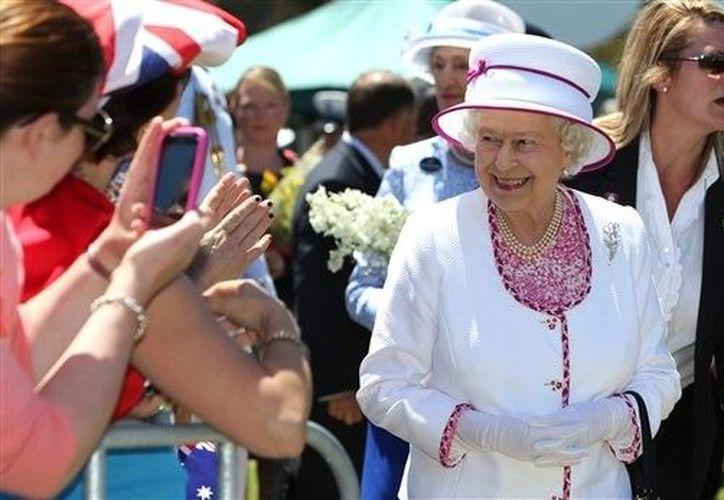 Periodistas australianos le hicieron creer a una enfermera que la Reina Isabel tenía problemas de salud. (Agencias)