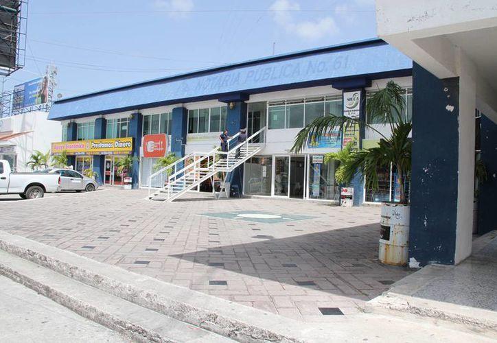 Las oficinas que se encuentran en la Plaza Emprendedor, ya presentan daños en su estructura, por lo que buscan reubicarse. (Tomás Álvarez/SIPSE)
