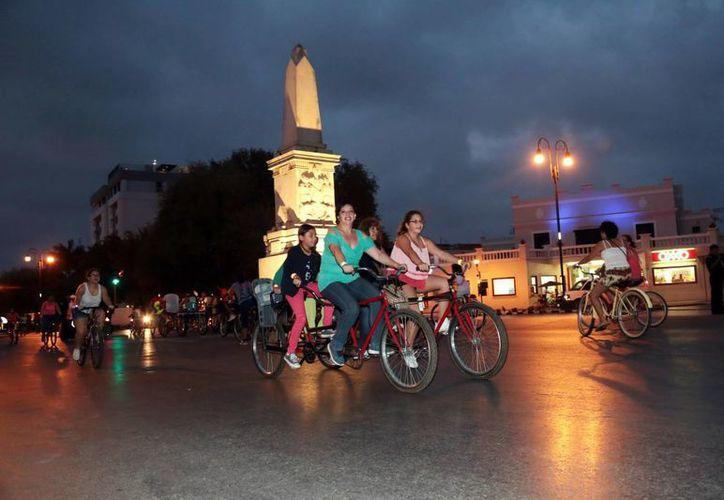 Numerosos participantes disfrutaron las actividades nocturnas en Paseo de Montejo. (Milenio Novedades)