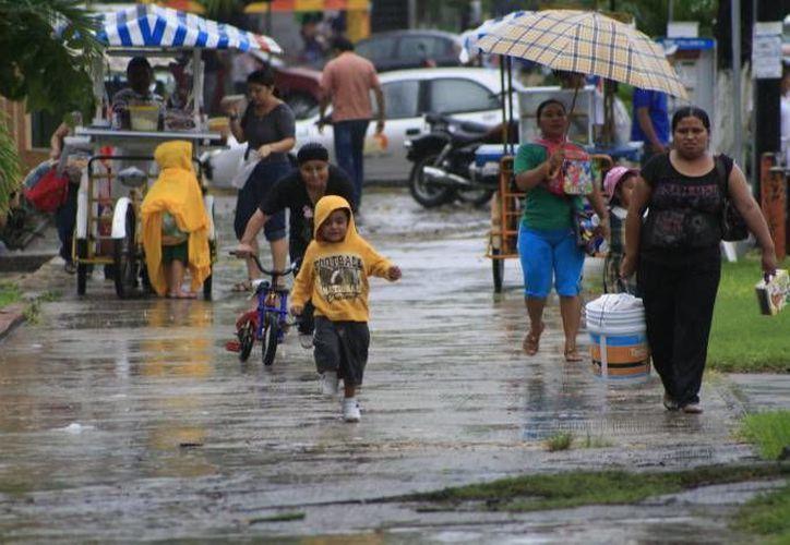 Recomiendan tomar precauciones por lluvias ante la entrada de la onda tropical número 25, sobre la Península de Yucatán. (Harold Alcocer/SIPSE)