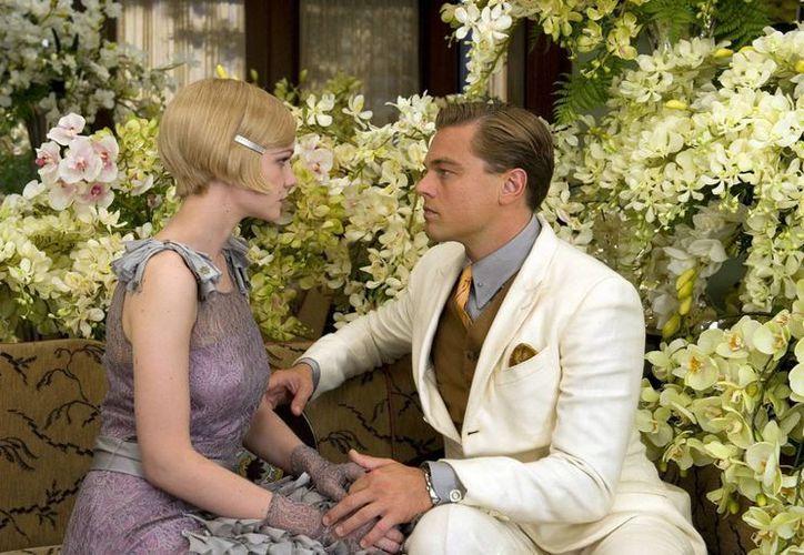"""DiCaprio interpreta a Jay Gatsby al lado de Carye Mulligan, como Daisy Buchanan, en una escena de la cinta """"The Great Gatsby"""" (Agencias)"""