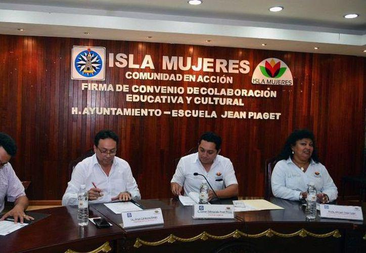 César Poot Pérez, secretario general del Ayuntamiento, acudió al evento, en representación del alcalde. (Redacción/SIPSE)