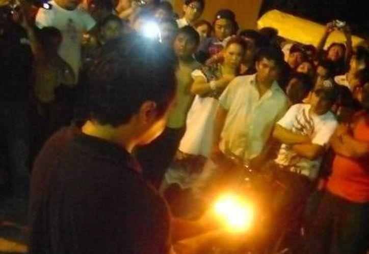 En el panteón de Umán se realizó un ritual especial por el eterno descanso de Ana. (Jorge Moreno/SIPSE)