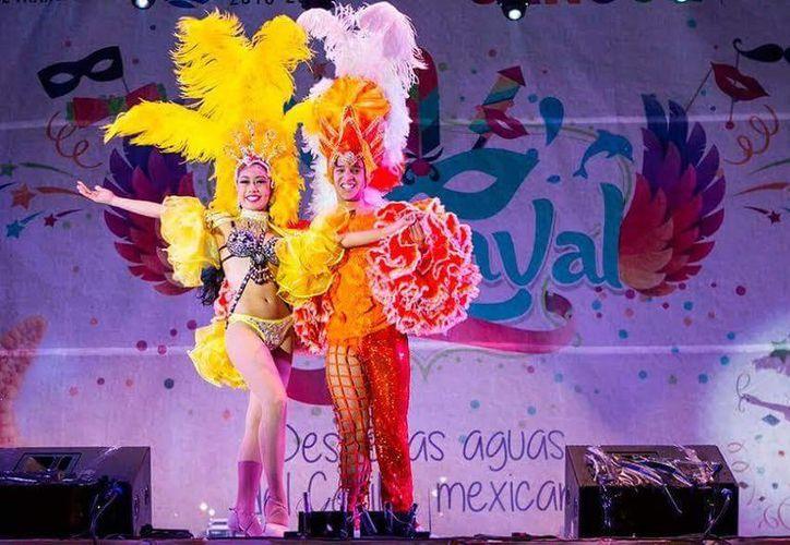 La convocatoria para ser rey o reina del carnaval 2017 de Cancún ya está abierta. (Cortesía)