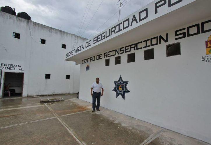 El pasado 12 de febrero cinco reos de Cozumel salieron de la cárcel para vender artesanías. (Gustavo Villegas/SIPSE)