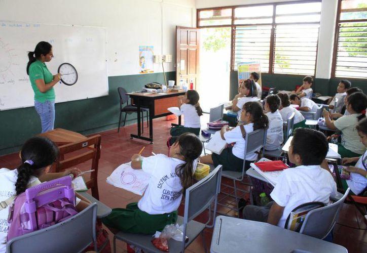 En Quintana Roo sólo 243 planteles educativos aplican el método de aprovechamiento de días inhábiles. (Harold Alcocer/SIPSE)