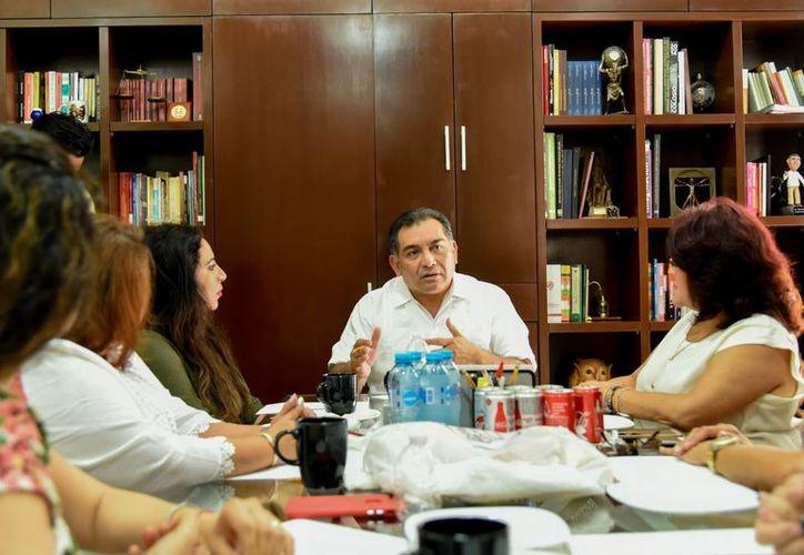 Víctor Caballero Durán afirmó que busca crear políticas públicas que empoderen a las mujeres. (SIPSE)