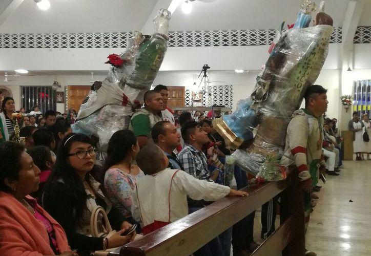 Se desbordó anoche la devoción en la Parroquia Nuestra Señora de Guadalupe. (Ivette Ycos/SIPSE)