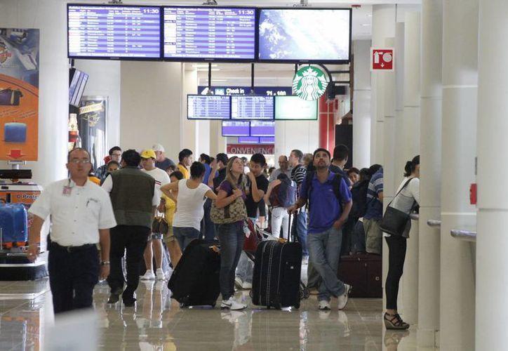 Debido a la temporada invernal en Europa, las personas buscan lugares soleados para vacacionar como Cancún. (Luis Soto/SIPSE)