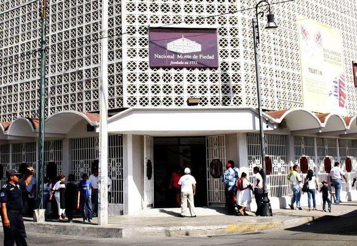 Hay un 90 por ciento más de lo normal en las operaciones diarias en el Nacional Monte de Piedad en Mérida y a través de sus diversas sucursales. (Milenio Novedades)