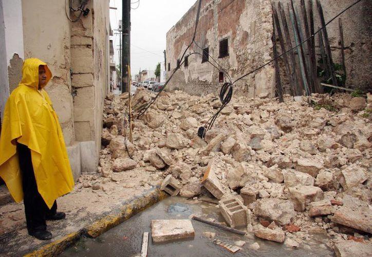 La casona derrumbada por la lluvia y los vientos de 'Barry' en el centro de Mérida. (Jorge Pallota/SIPSE)