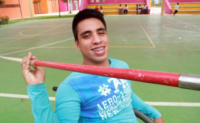 Luis Octavio Chávez cursa el segundo grado de preparatoria  y quiere estudiar Psicología en el Deporte. (Jorge Acosta/SIPSE)