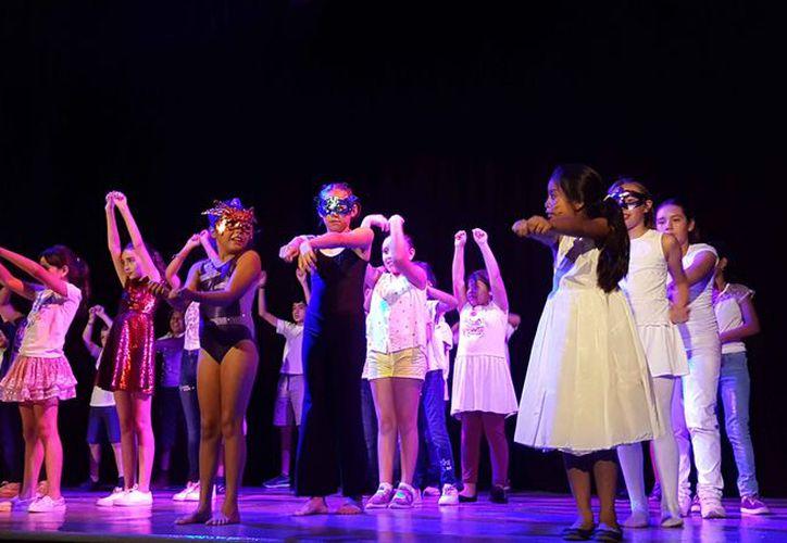 Las presentaciones se llevaron a cabo en el teatro 8 de Octubre. (Jocelyn Díaz/SIPSE)