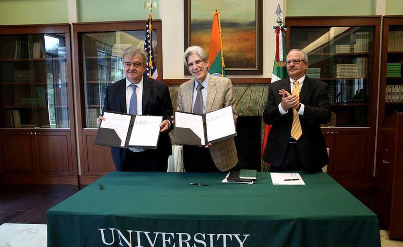 Firman el Gobierno de Yucatán y la Universidad de Miami un  memorándum de entendimiento para desarrollar proyectos de investigación y cooperación en tecnologías de la información, cambio climático, ciudades inteligentes, energía, educación, medio ambiente y salud. (Fotos cortesía del Gobierno de Yucatán)
