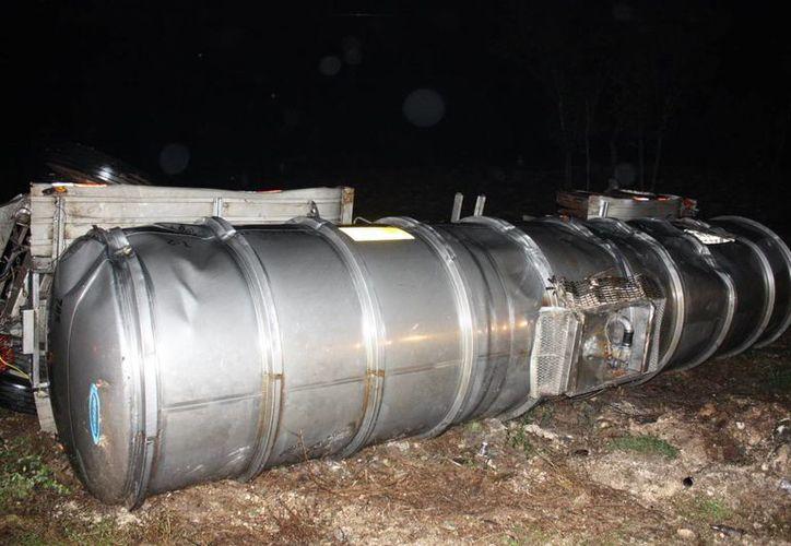 El accidente se registró la noche de ayer  a la altura del kilómetro 29 de vía Mérida-Valladolid. (Martín González/SIPSE)
