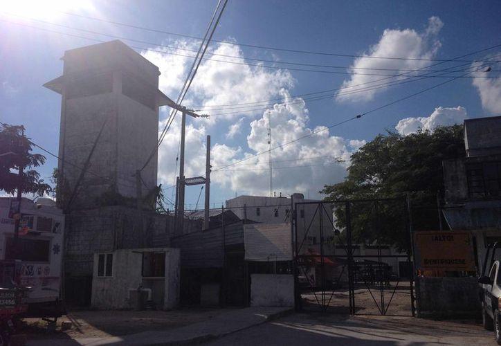 """El reconocido """"paraíso"""" que es Cancún se torna un infierno para estos inocentes que viven encarcelados con sus madres. (Redacción/ SIPSE)"""