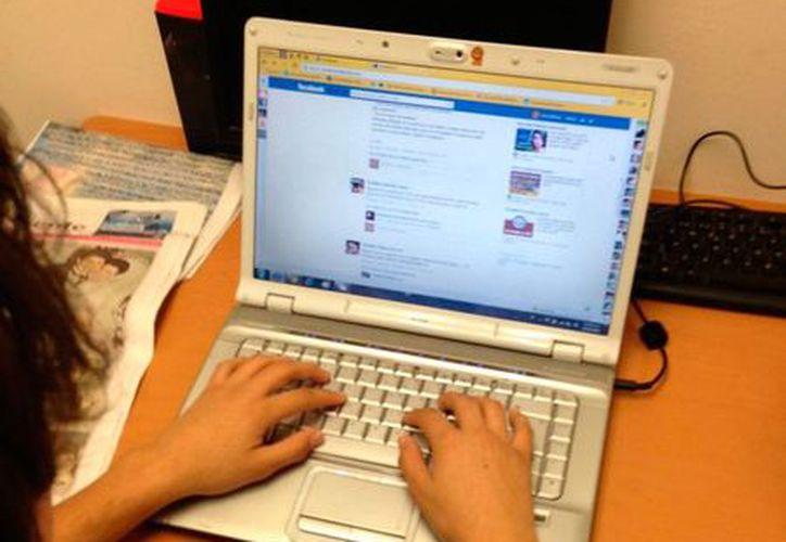 La Guardia Civil española detuvo a 10 personas por alentar el terrorismo, a través de las redes sociales. La imagen es de archivo, únicamente con fines ilustrativos. (SIPSE)