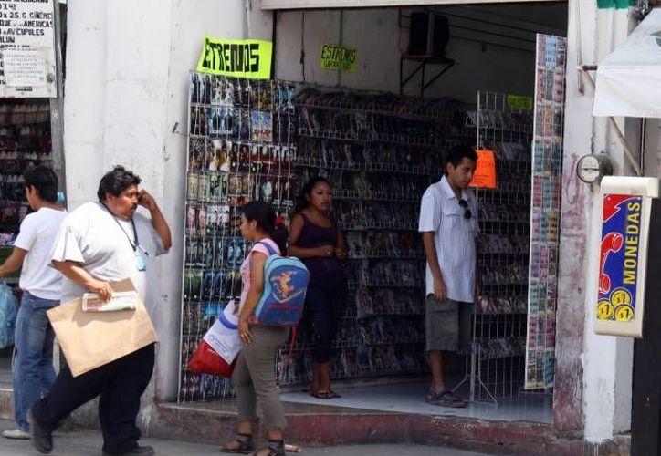 Un estudio de la International Trademark AssociatioN revela que ocho de cada 10 mexicanos han consumido productos piratas. (Archivo/SIPSE)