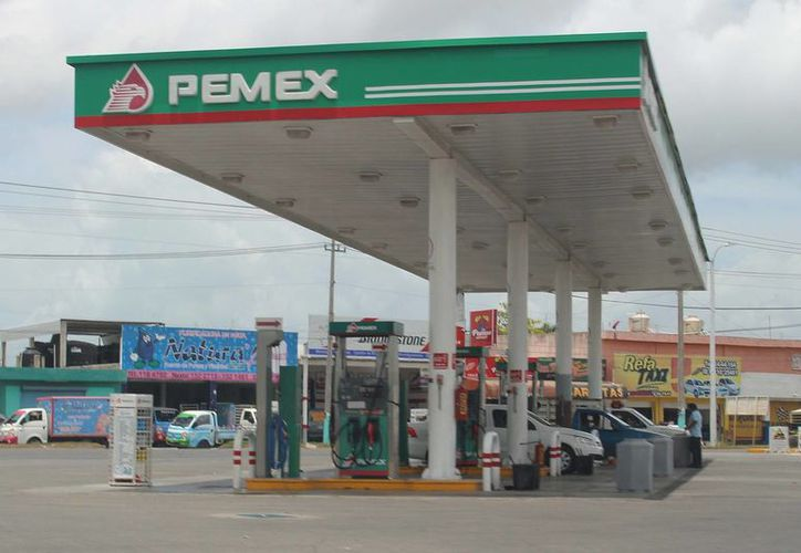 Para el 2018  el precio del combustible se liberará. (Harold Alcocer/SIPSE)