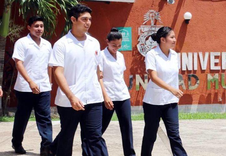 Los 47 docentes de la UMT motivan en sus estudiantes capacidades y habilidades para responder a problemas reales de la Península. (Milenio Novedades)