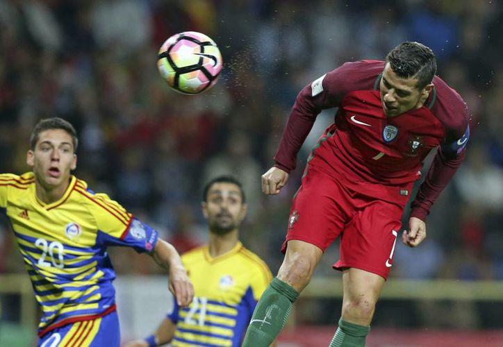Cristiano Ronaldo hizo dos goles en los primeros cuatro minutos contra Andorra, y luego otros goles  en el partido eliminatorio que terminó 6-0. (EFE)
