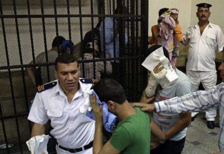 Los activistas de derechos humanos dicen que 2014 fue el peor año en un decenio para la comunidad gay en Egipto, con al menos 150 hombres arrestados. (Archivo/Agencias)