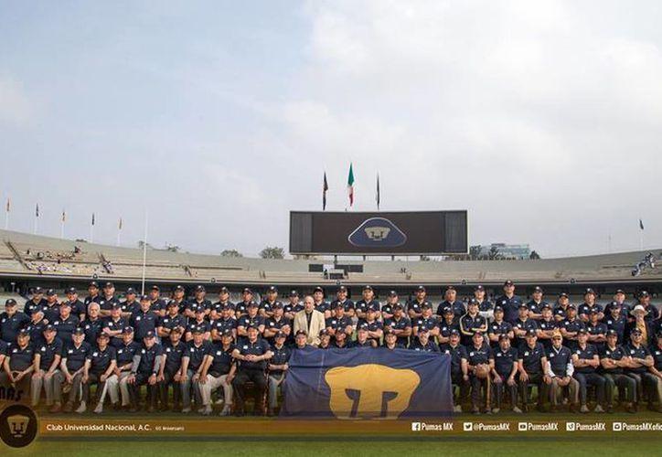 La foto del recuerdo fue tomada poco antes del encuentro Pumas vs Tigres. (Facebook/PumasMX)