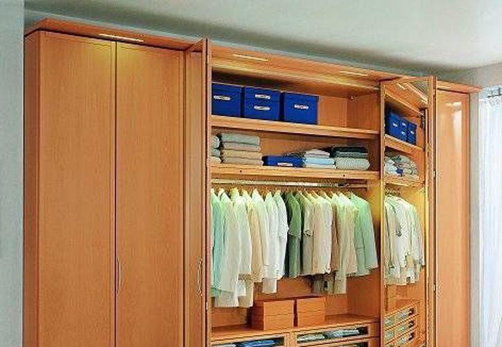 Para eliminar la humedad en armarios puedes colocar recipientes con sales de baño o con sal marina. (Contexto/Internet)