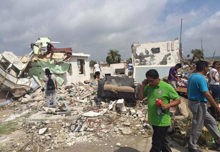 El tornado de categoría 4 afectó al municipio de Ciudad Acuña dejó un saldo preliminar de al menos 13 personas muertas y daños materiales en más de 100 viviendas. Personal de la Subsecretaría de Protección Civil de Coahuila realiza recorridos de cuantificación de daños. (Notimex)
