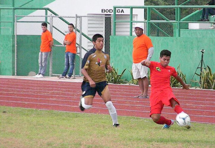 El clima no entorpeció el partido que se llevó a cabo en el Centro Deportivo de Alto Rendimiento. (Ángel Mazariego/SIPSE)