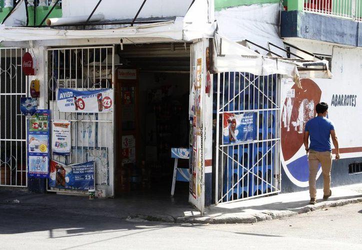 Creció la venta de productos comestibles en las tiendas de abarrotes. (Victoria González/SIPSE)