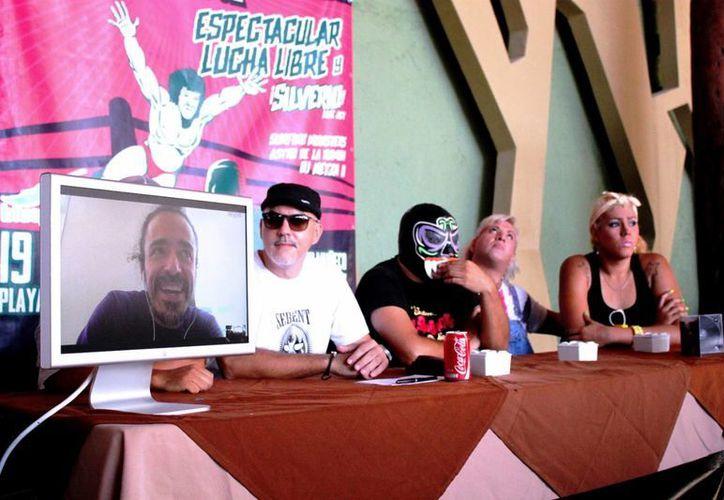 Rubén Albarrán, vocalista de Café Tacvba, presentó, en videollamada, el repertorio que ofrecerá esta noche. (Daniel Pacheco/SIPSE)