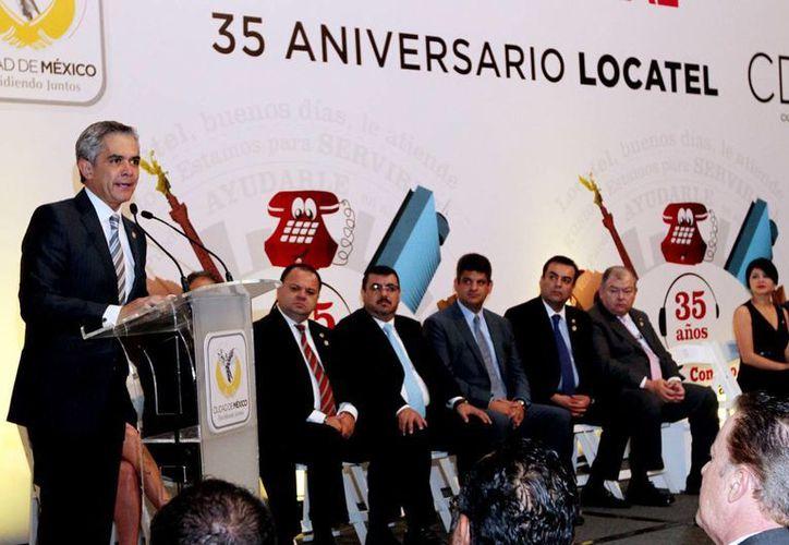 El jefe de gobierno del DF, Miguel Ángel Mancera, anunció una inversión de 59 millones de pesos para mejorar el servicio Locatel. (Notimex)