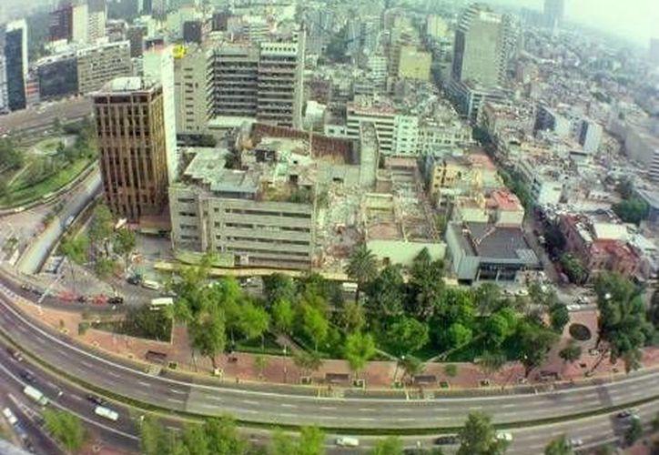 La otra cara de la capital mexicana vista desde las alturas de sus rascacielos. (Milenio)