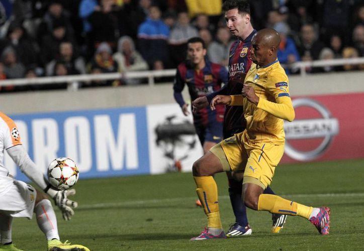 Messi al momento de anotar su tercer gol ante el Apoel Nicosia en Champions League. Apenas el fin de semana anotó también un triplete, pero en la Liga de España. (Foto: AP)