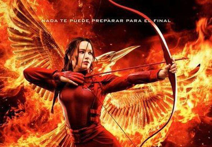 Jennifer Lawrence luce en el poster final de 'Sinsajo parte 2', que es la cuarta y última parte de la saga 'Los Juegos del Hambre', y que llegará a los cines en noviembre. (sensacine.com)