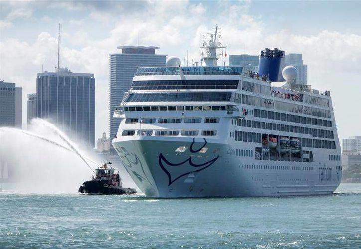 El buque de la compañía Fathom (filial de la empresa Carnival) atracó en el puerto de Miami al filo de las 06:30 de esta mañana con poco más de 700 pasajeros. (Excelsior.com)