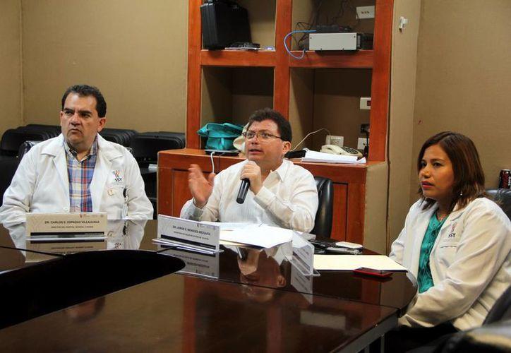 Funcionarios del Sector Salud dieron a conocer los cambios en el Hospital O'Horán. (José Acosta/SIPSE)