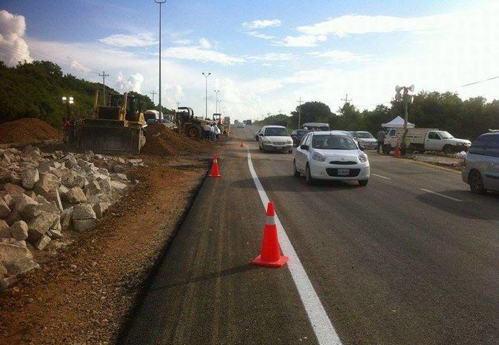 El acceso se abrió alrededor de las dos de la mañana para vehículos pesados y ligeros. (Sergio Orozco/SIPSE)