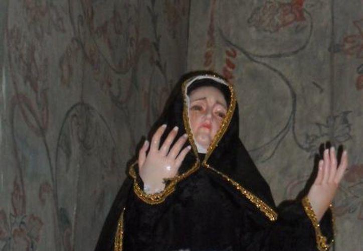La virgen de los Dolores, la cual aseguran los feligreses, ha llorado varias veces. (Jorge Moreno/SIPSE)