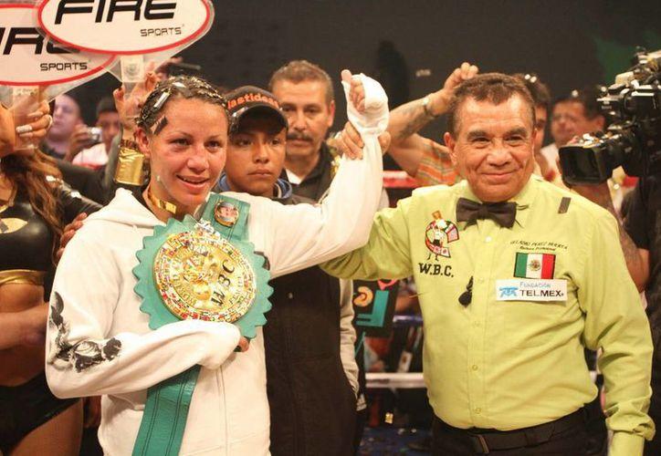 La boxeadora mexicana Zulina 'La Loba' Muñoz en la séptima defensa de su título donde venció a la uruguaya Gabriela Bouvier en septiembre pasado. (Archivo Notimex)