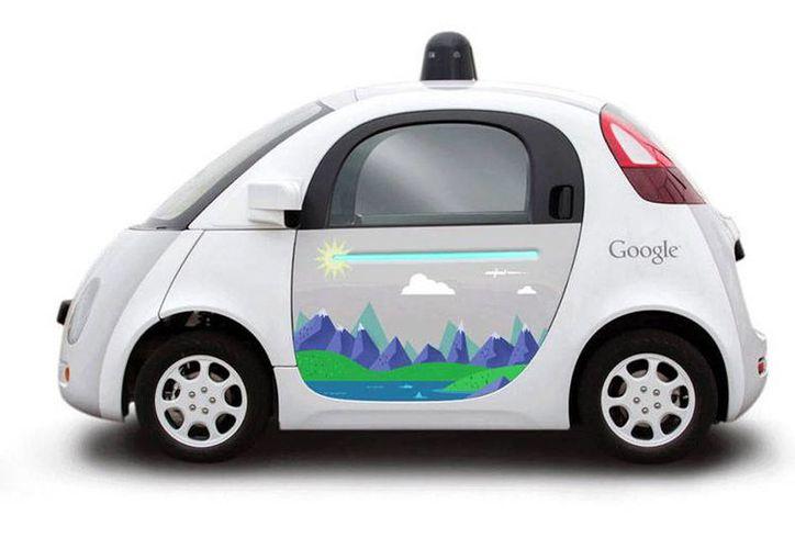 El principal motor de búsqueda de Internet se unirá a la fábrica automotriz Ford para construir un automóvil sin conductor. Imagen de un coche autónomo de Google. (Agencias)
