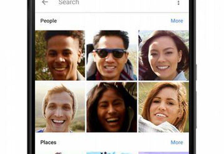 Google presentó mejoras en sus aplicaciones, como en Google Photos, que ahora gestiona de manera inteligente y etiqueta automáticamente la cada vez mayor cantidad de fotos. (AP)