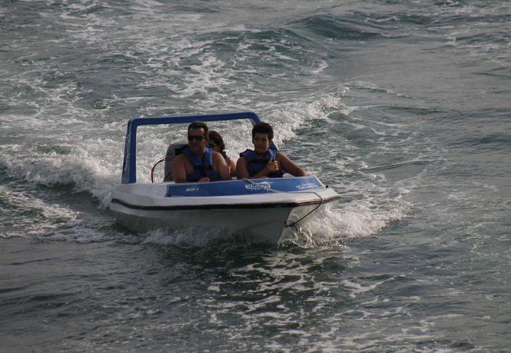 Los operadores turísticos se ven forzados a respetar la velocidad permitida. (Tomás Álvarez/SIPSE)