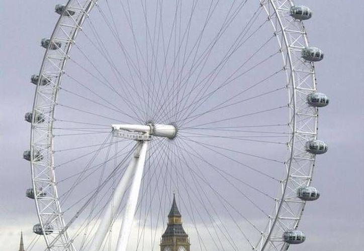 La cabina del juego 'Vuelta al mundo' se desprendió desde una altura considerable, dijo la policía. (Agencias)