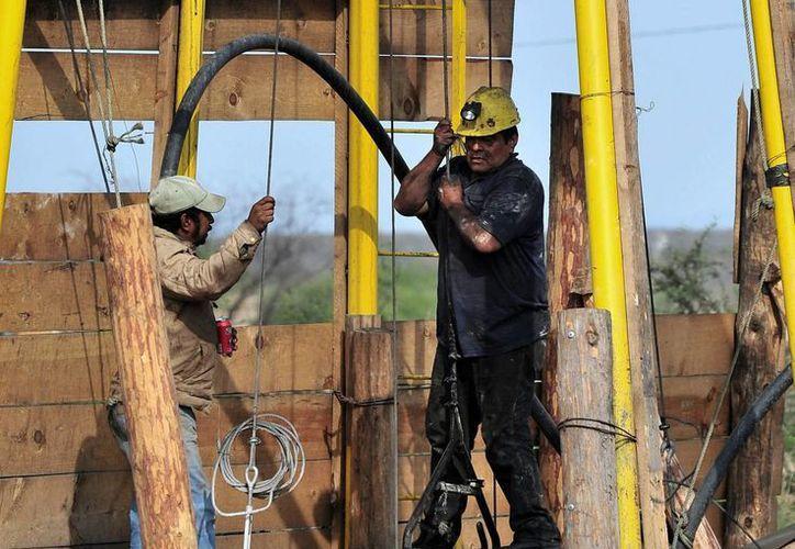 La industria minera canadiense asegura que el clima de violencia imperante en México hará perder al país inversiones extranjeras en la materia. (EFE/Archivo)