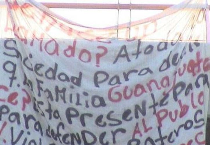Germán Iván Rivera Aguilar, 'El Licenciado', era el encargado de las operaciones delictivas de los Caballeros Templarios en estados como Guanajuato. En la imagen, una narcomanta firmada por los Templarios en León, Guanajuato. (Archivo/SIPSE)