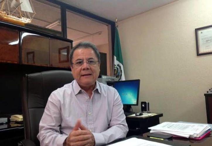 El presidente del Consejo Local del INE, Fernando Balmes Pérez, y otros integrantes del INE, se reunieron con representantes del Partido del Trabajo, quienes consideran que no se merecen perder el registro. (SIPSE/Foto de archivo)